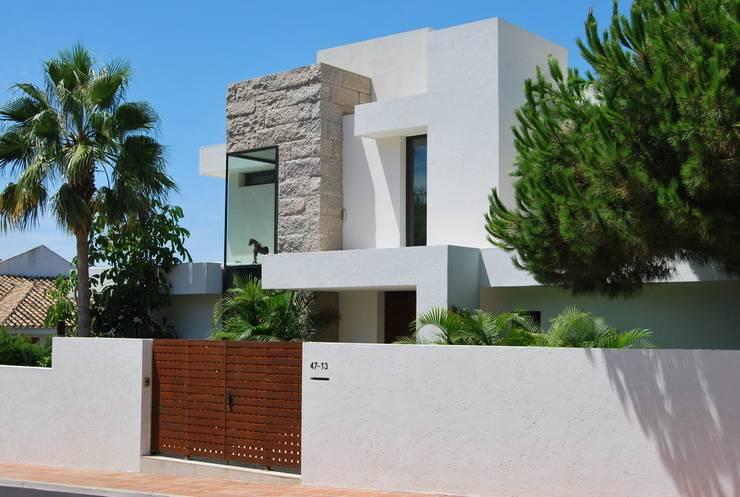 Fachada principal: Casas de estilo  de saz arquitectos