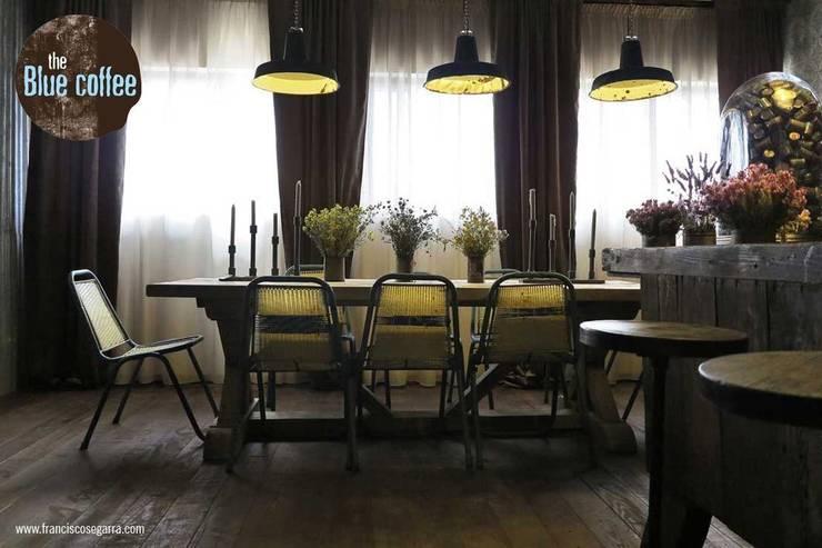 Luminarias recuperadas de la firma Francisco Segarra.: Locales gastronómicos de estilo  de Francisco Segarra