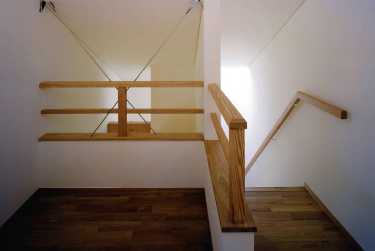内観: MOW Architect & Associatesが手掛けた廊下 & 玄関です。