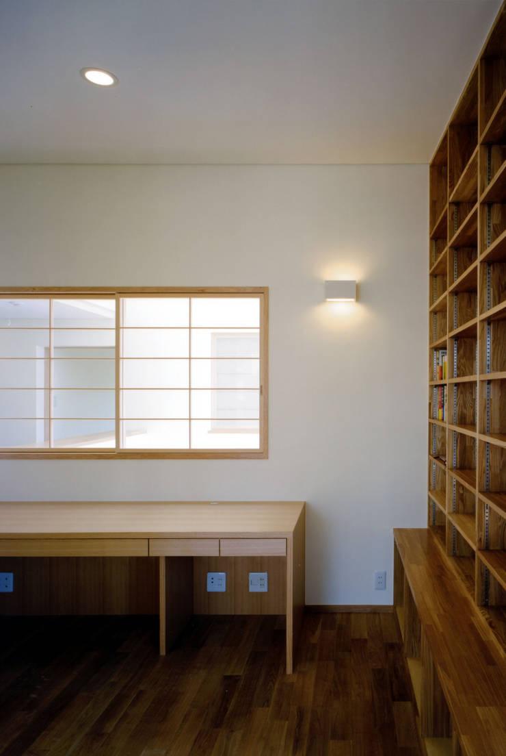 内観: MOW Architect & Associatesが手掛けた和室です。