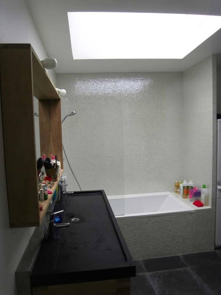 Salle de bains:  de style  par Latitude 48°