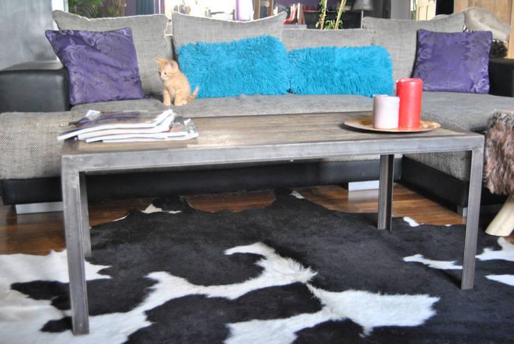 Table basse « Flooring »: Maison de style  par LittleJohn Home