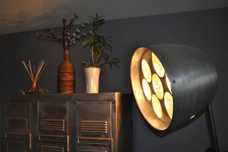 Vestiaire métallique d'usine: Maison de style  par LittleJohn Home
