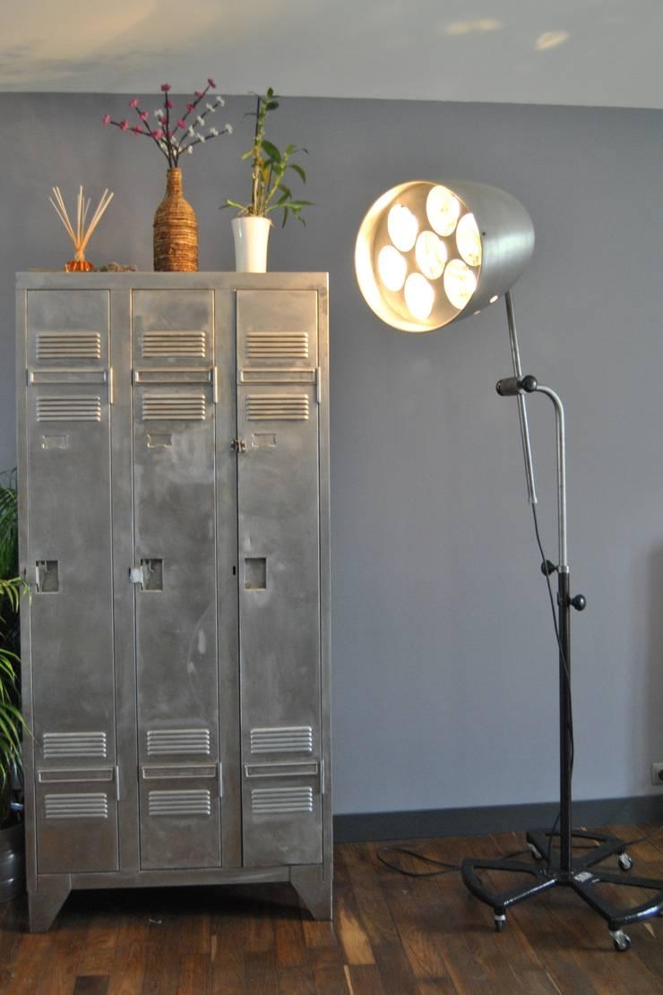 Lampe industrielle RG Levallois - loft: Maison de style  par LittleJohn Home
