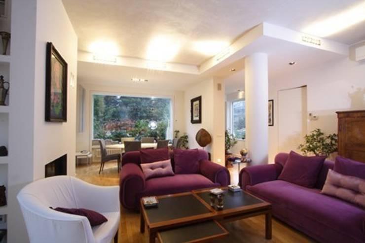 Living room by alessandro.spagliardi, Modern