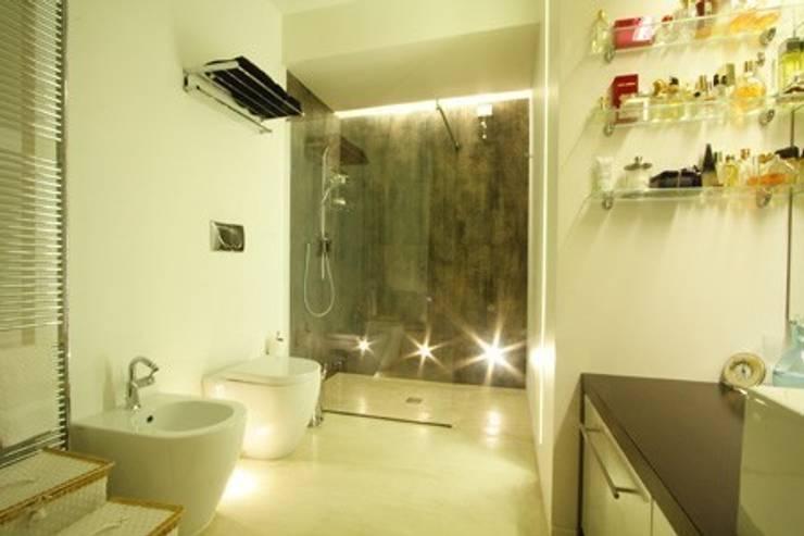 Bathroom by alessandro.spagliardi, Modern