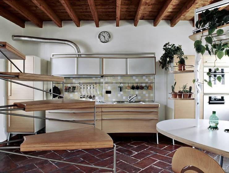 Cocinas de estilo ecléctico de orlandini design sas