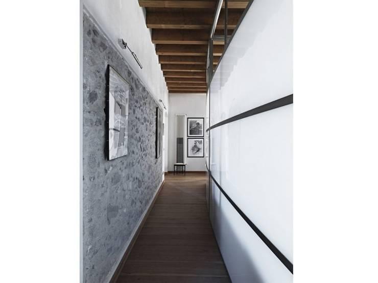 Corridor & hallway by Studio Maggiore Architettura, Eclectic