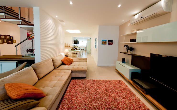 Projeto arquitetônico de interiores para residencia unifamiliar. (Fotos: Lio Simas): Salas de estar  por ArchDesign STUDIO