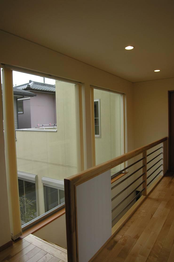 2階 階段ホール モダンスタイルの 玄関&廊下&階段 の SD モダン
