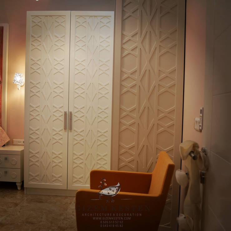 Gizem Kesten Architecture / Mimarlik – NAZARİ FAMİLY HOUSE/İSTANBUL/TURKEY: modern tarz Yatak Odası