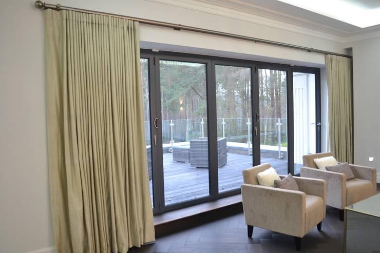 Projekty,  Okna i drzwi zaprojektowane przez International Soft Furnishers
