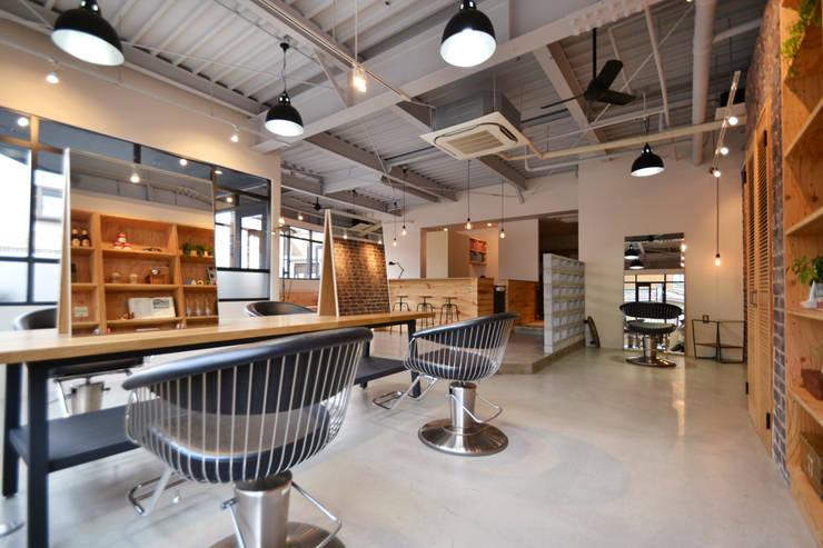 HAIR SALON LOCAL: TRANSFORM  株式会社シーエーティが手掛けたオフィススペース&店です。