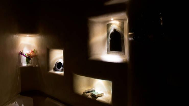 Appartamento a Garbatella: Bagno in stile in stile Eclettico di Archifacturing