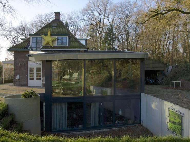 Woonhuis Oosterbeek:  Slaapkamer door Frank Loor Architect