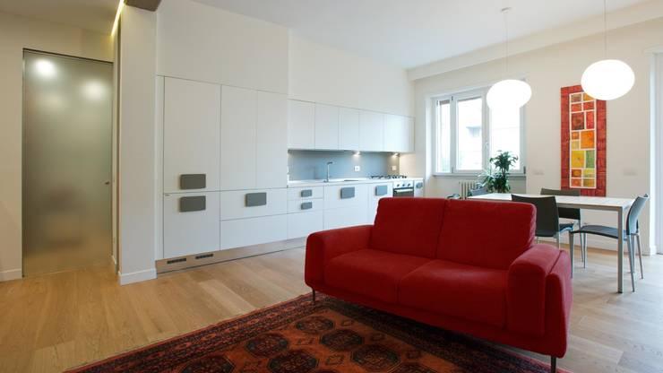 Appartamento a San Paolo – Roma: Cucina in stile  di Archifacturing,