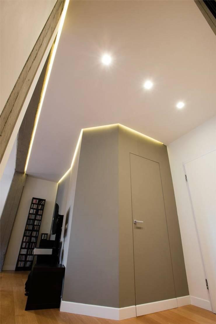 Appartamento a San Paolo – Roma: Ingresso & Corridoio in stile  di Archifacturing,