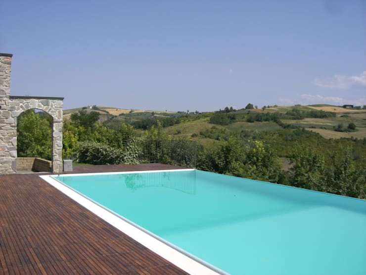 la piscina a cascata: Piscina in stile  di STUDIO DI ARCHITETTURA CLEMENTI,