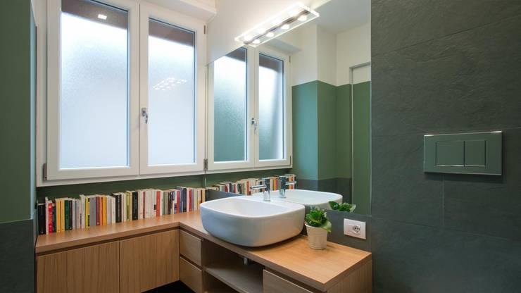 Appartamento a San Paolo – Roma: Bagno in stile  di Archifacturing,