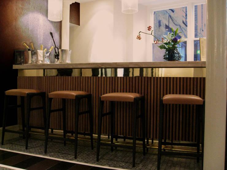 Ristorante Salotto & Roda - Londra: Gastronomia in stile  di Archifacturing,
