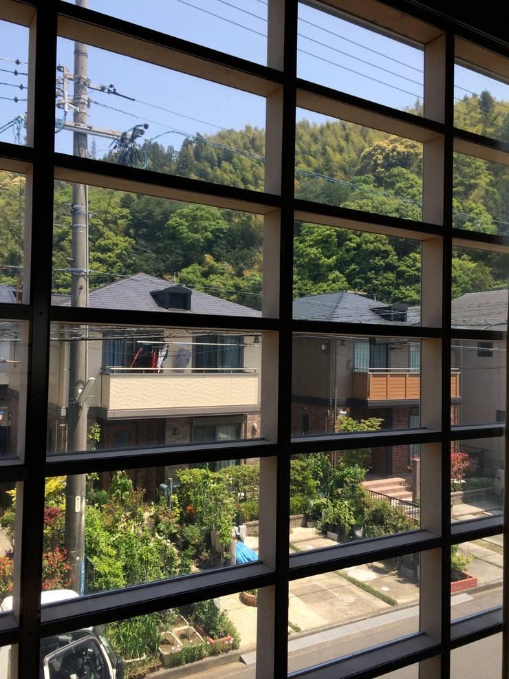羽鳥の家 House in Hatori : 一級建築士事務所 本間義章建築設計事務所が手掛けた窓です。,モダン