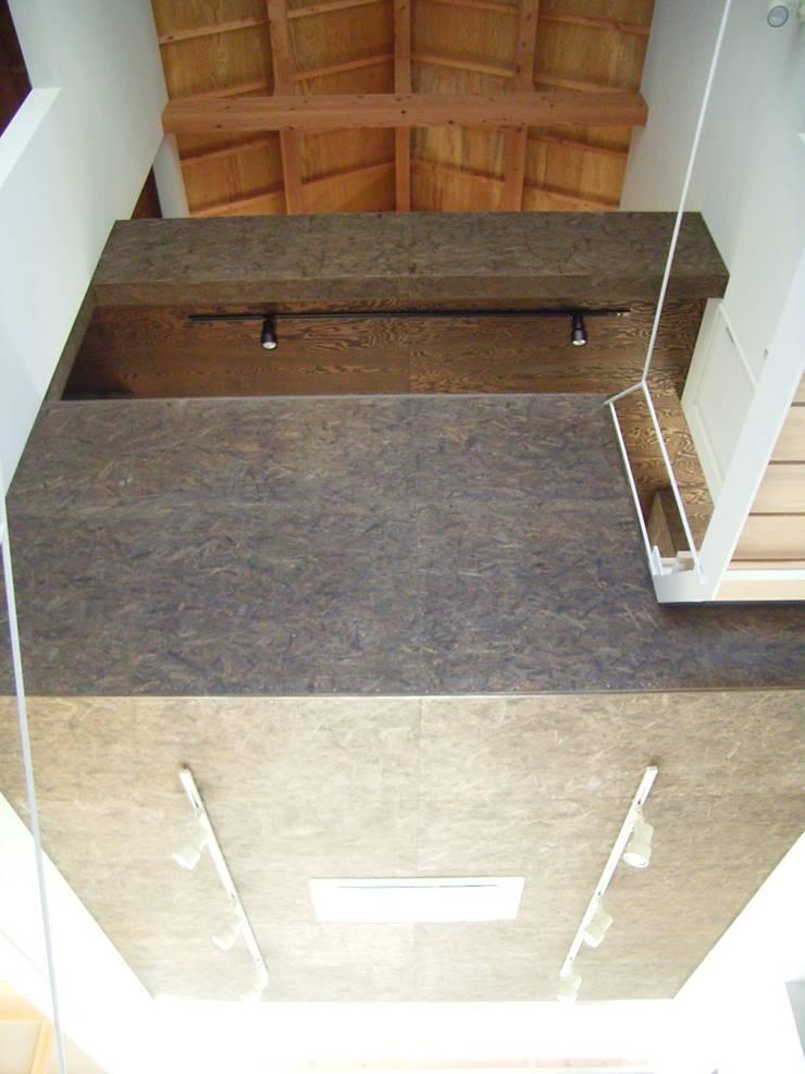 羽鳥の家 House in Hatori : 一級建築士事務所 本間義章建築設計事務所が手掛けたリビングです。,モダン