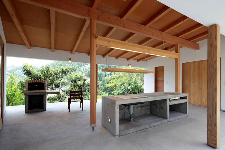 Kitchen by 長谷雄聖建築設計事務所