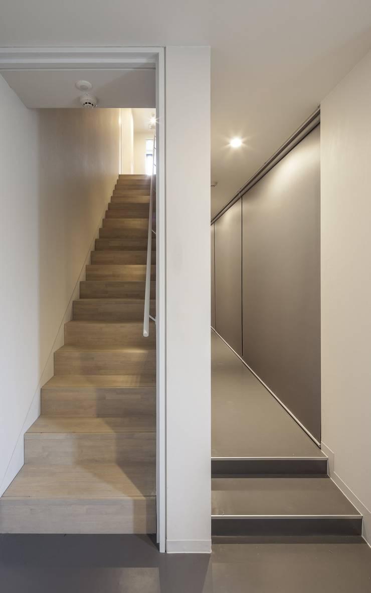 penthouse tn モダンスタイルの 玄関&廊下&階段 の 村川美紀建築設計事務所 モダン