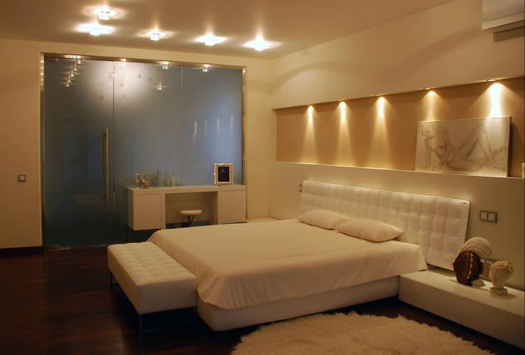 Дом в Ильино: Спальни в . Автор – Дизайн-студия «ARTof3L»
