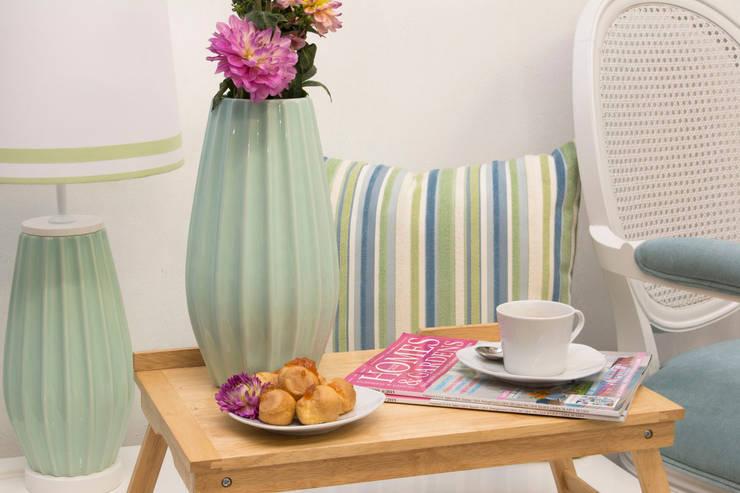 Breakfast with Pastel Mint: Salas de estar  por ORCHIDS LOFT