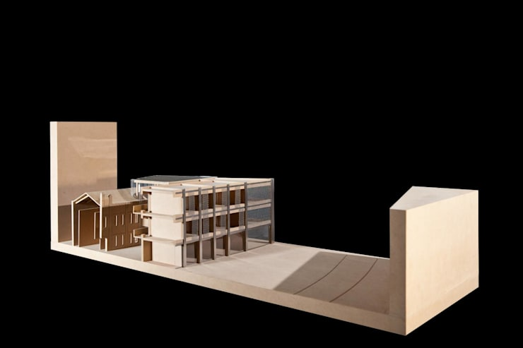 Budynek naprzeciwko Dyrekcji Stoczni Gdańskiej: styl , w kategorii  zaprojektowany przez BEZ CUKRU studio projektowe,