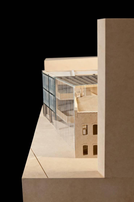 Budynek naprzeciwko Dyrekcji Stoczni Gdańskiej: styl , w kategorii  zaprojektowany przez BEZ CUKRU studio projektowe