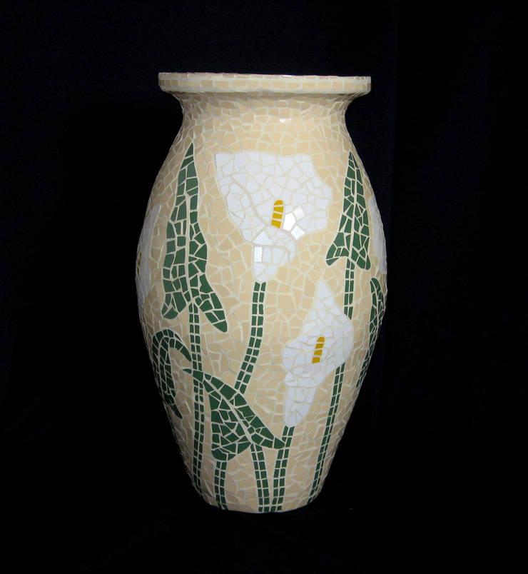 Vasos, bowls e cachepôs: Arte  por Mosaico Lúbia Lópes