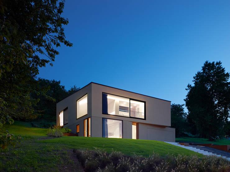 Casas de estilo minimalista de archifaktur