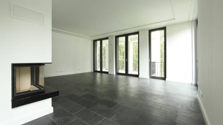 Obergeschoss: moderne Wohnzimmer von SHSP Architekten Generalplanungsgesellschaft mbH