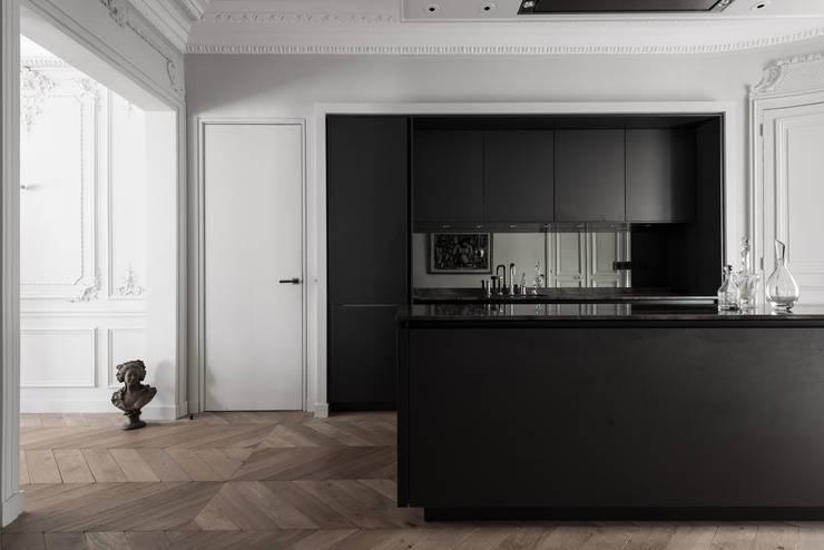 Paris 75006: Cuisine de style de style Minimaliste par César Pupat Architecture intérieure