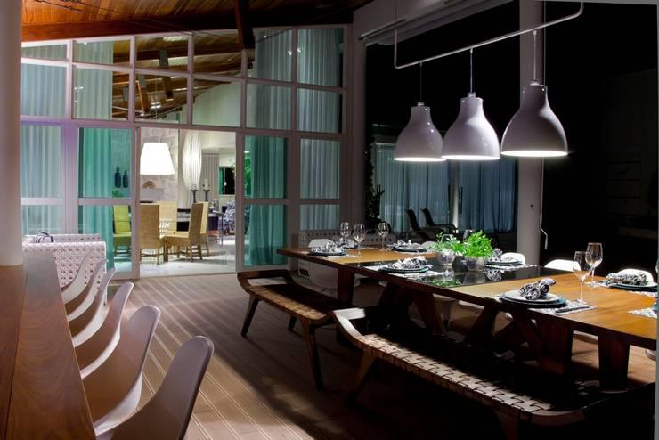 Casa Escarpas de Lago: Terraços  por Lais Albergaria Designer Associados
