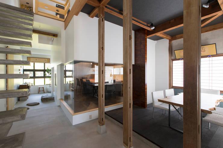 商業空間 by SWAY DESIGN