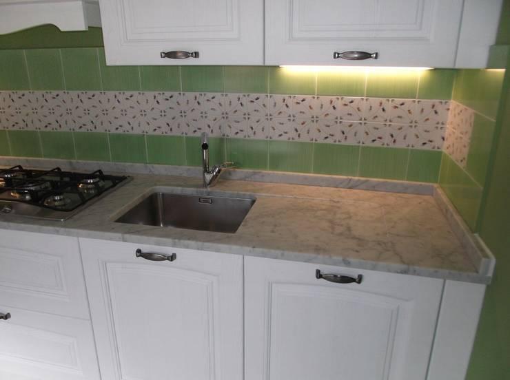 OLD STYLE KITCHEN : Cucina in stile  di Idea d' Interni Arredamenti