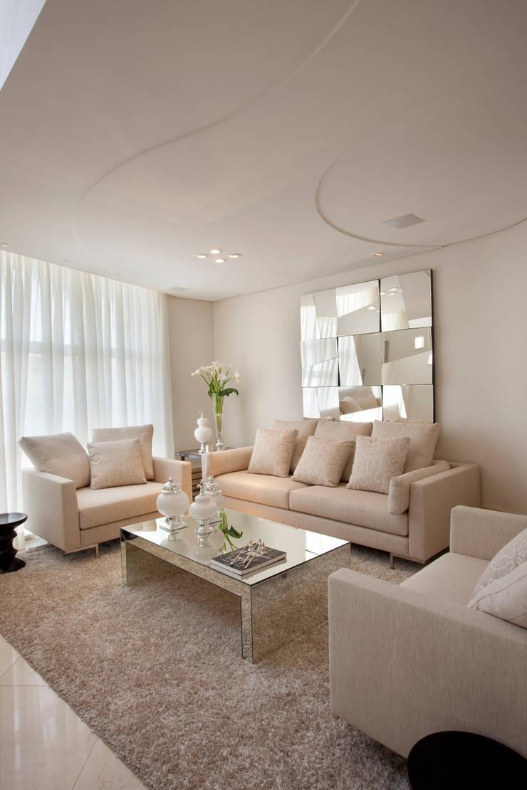Casa Mercury: Salas de estar  por Arquiteto Aquiles Nícolas Kílaris,Moderno