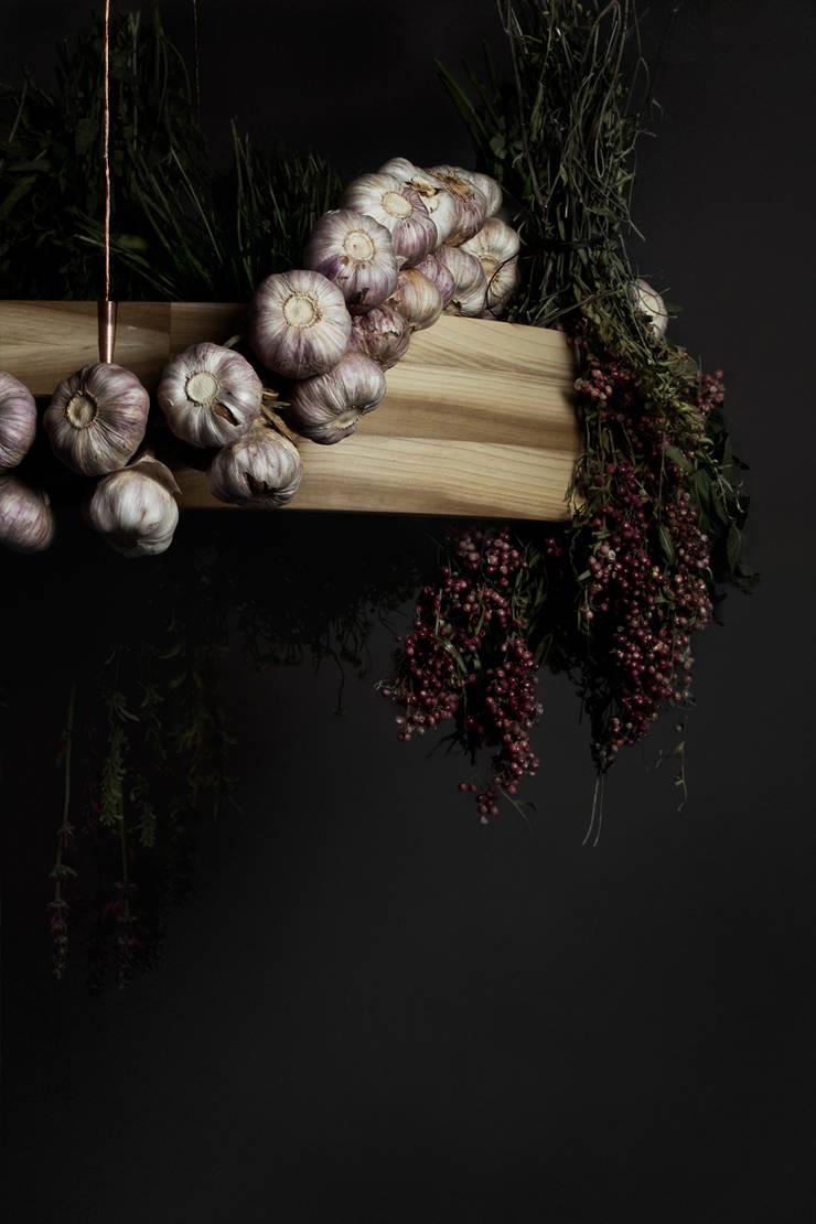 Ouroboros: Comedor de estilo  por Studio Marco Villa Mateos