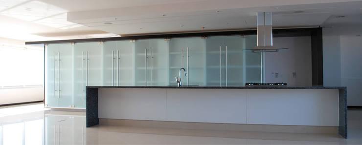 Apartamento 8F Cima Real: Cocinas de estilo  por LEAP Laboratorio en Arquitectura Progresiva