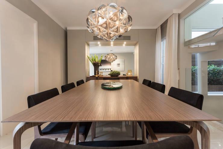 Sala de jantar  por Vaiano e Rossetto Arquitetura e Interiores