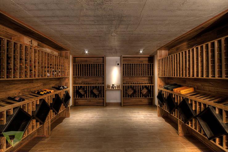 Olaa Arquitetos: rustik tarz tarz Şarap Mahzeni