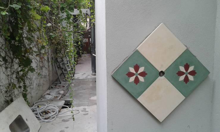 Walls by ESTUDIO MYGA, Classic