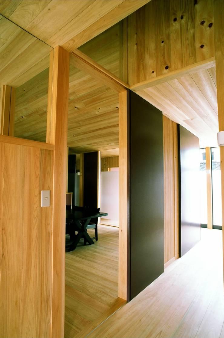 廊下: katachitochikaraが手掛けた窓です。