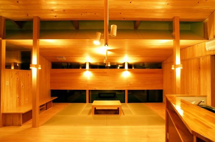 リビングルーム: katachitochikaraが手掛けたリビングです。