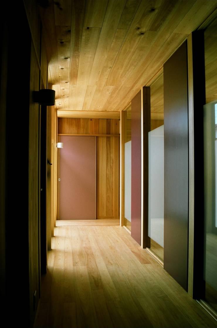 廊下: katachitochikaraが手掛けた廊下 & 玄関です。