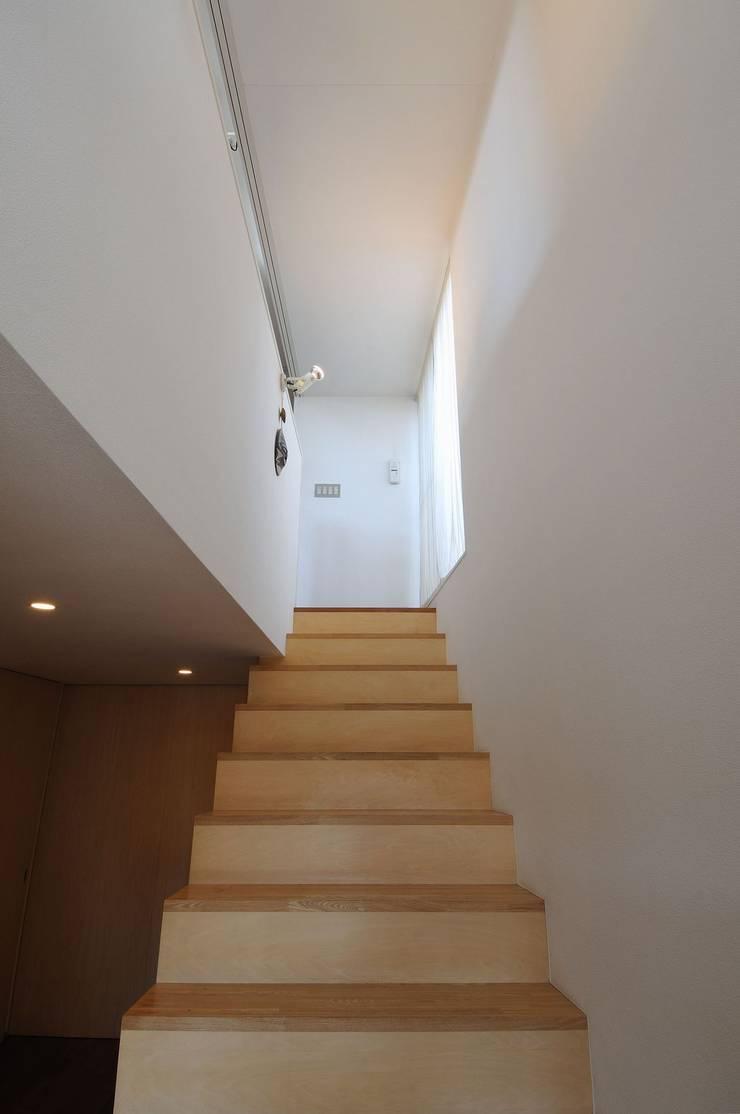 telescope: 岡村泰之建築設計事務所が手掛けた廊下 & 玄関です。