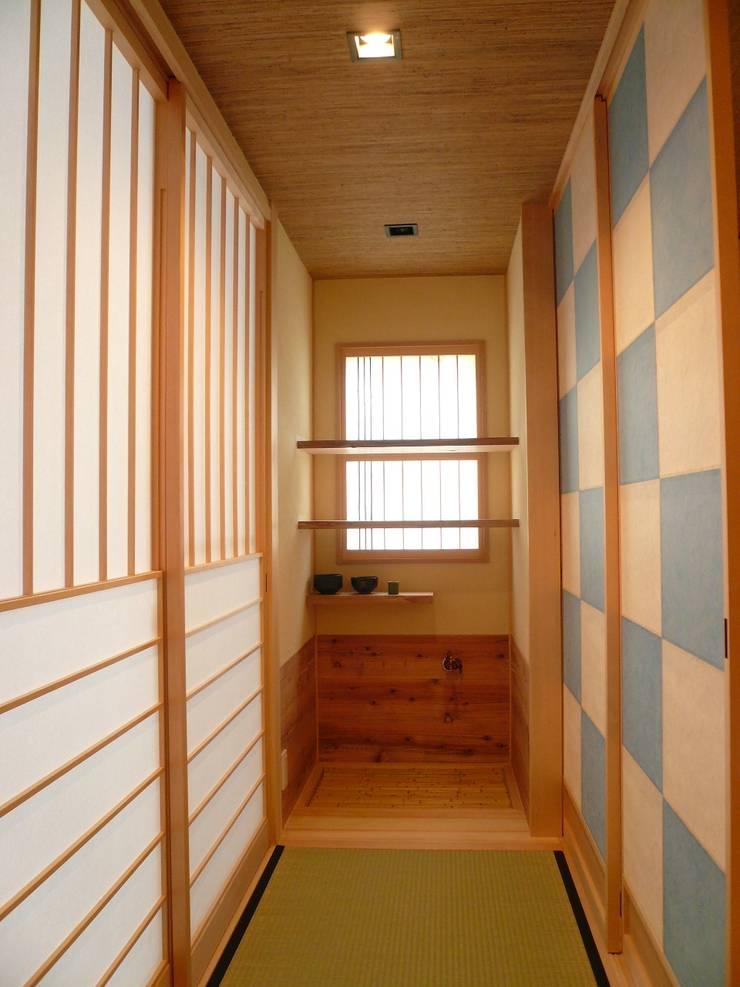 伏見の家: 西川真悟建築設計が手掛けた壁です。